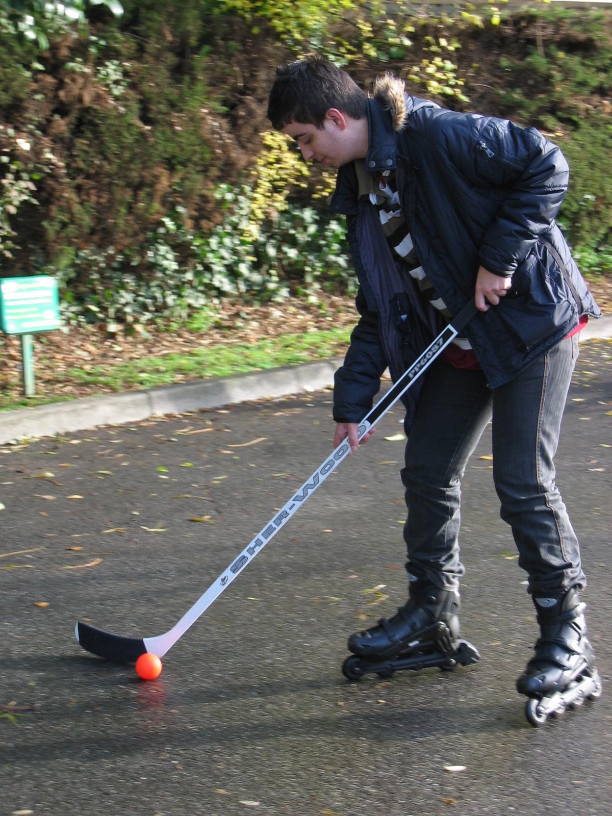 Un jeune en situation de handicap qui pratique un sport adapté